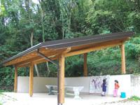 La nuova tettoia a Villa Girasoli